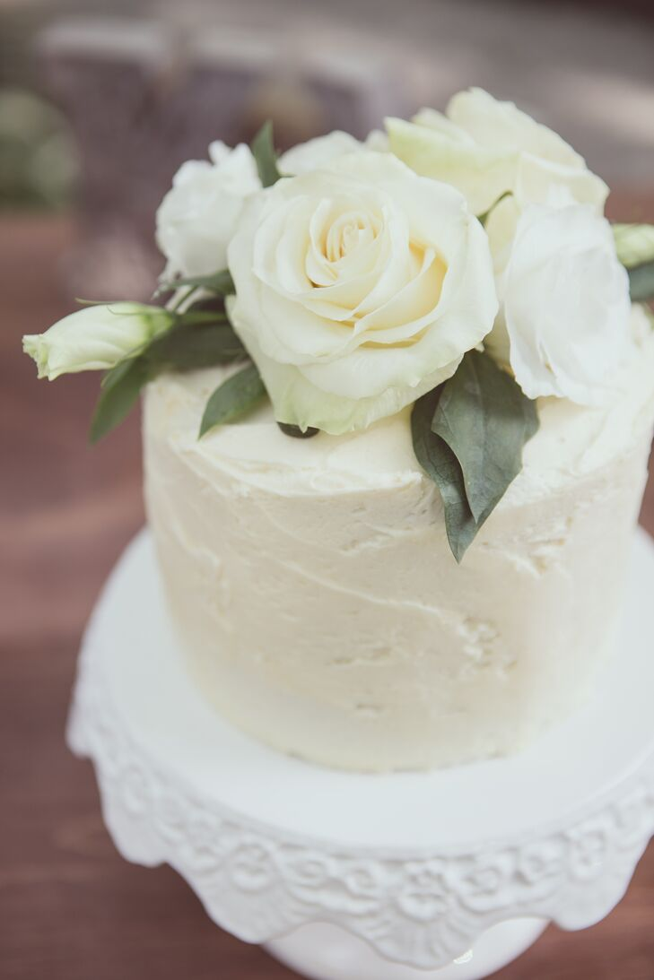 The dessert spread included a simple small white cake with vanilla cream frosting for the newlyweds to cut, along with cupcakes and an array of tarts for guests.