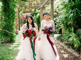 "Given their ""very special appreciation for nature, trees and flowers,"" exchanging vows in a botanical garden was a simple choice for Yasmin Gomez (35"