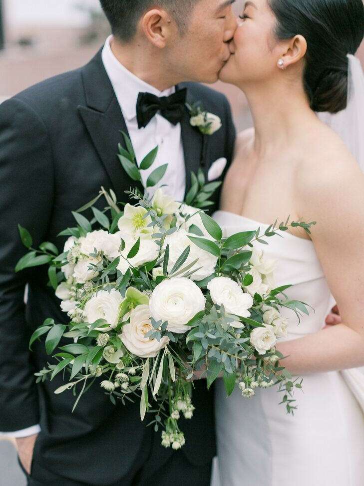 Modern Green-and-White Bouquet for Glam California Wedding