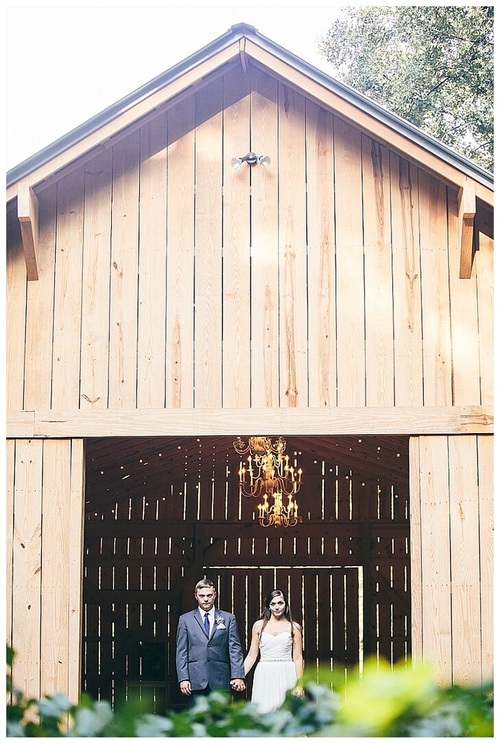 A barn on the venue's property was used for the couple's after party where guests were treated with popsicles from The King of Pops.