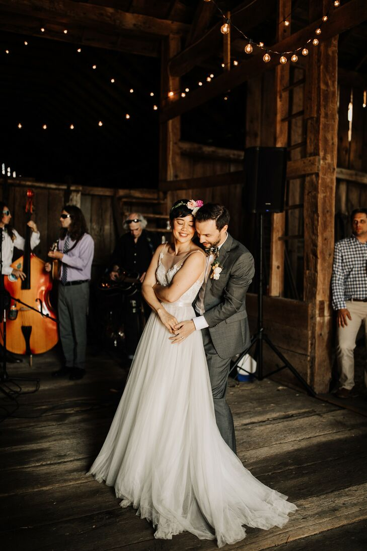 Modern Couple and Rustic First Dance in a Wooden Barn