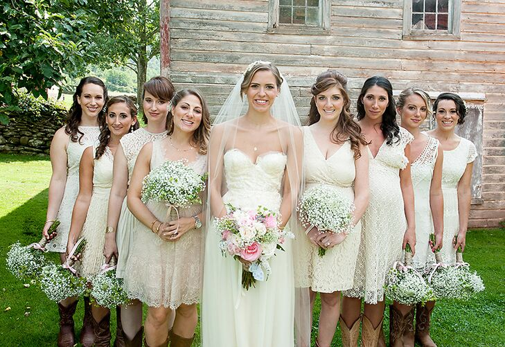 """Mary allowed her bridesmaids to choose their own dresses asking only they they be off-white, lace, short and with a vintage-style. """"The best part was that all the girls could feel so happy and comfortable in their dresses and be able to wear them again,"""" Mary says."""