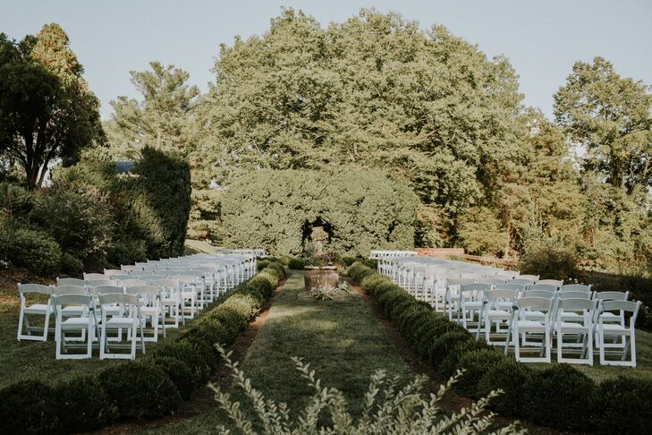 Outdoor Venue with Summery Greens and Whites