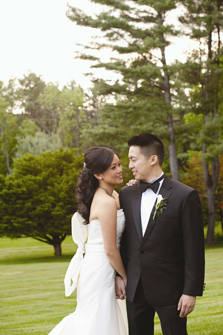 Fanny and Brian pulled off their modern, minimalist day with soft shades of green and white with bold black accents.