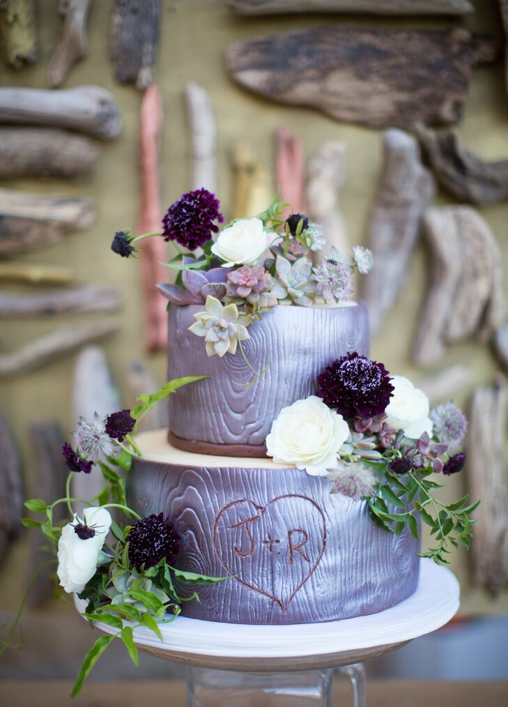 The couple's two-tier cake was designed to look like a stack of tree stumps, with rustic wood grain details etched into the marzipan frosting.