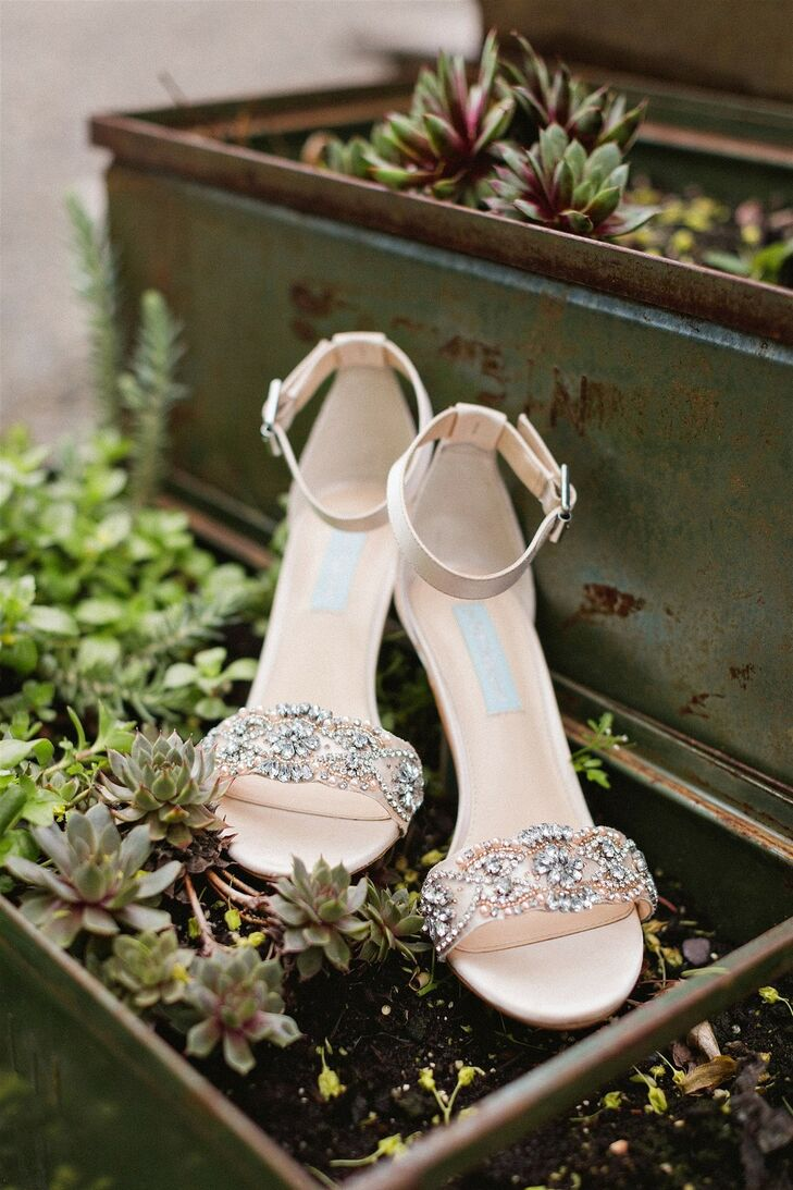 Elegant Bridal High-Heeled Shoes with Crystals