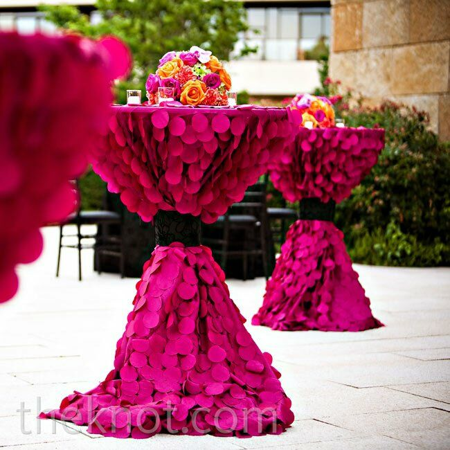 Textured magenta linens packed a bold punch in the outdoor patio space.
