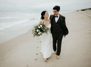 Soo Jin (29, an editor and marketing account manager) and Eric Kim (30, a research scientist) were married at Soo Jin's family beach house the very da