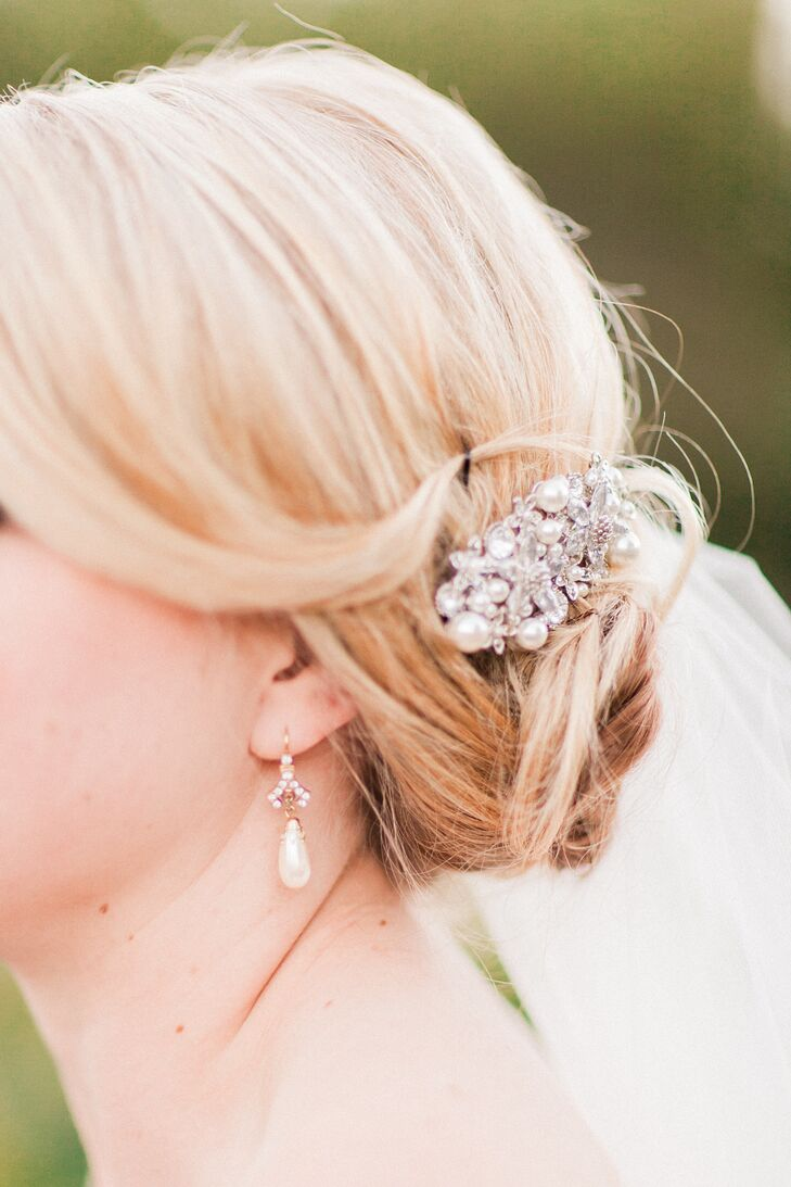 Lara accented her elegant low chignon with a crystal and pearl hair comb.