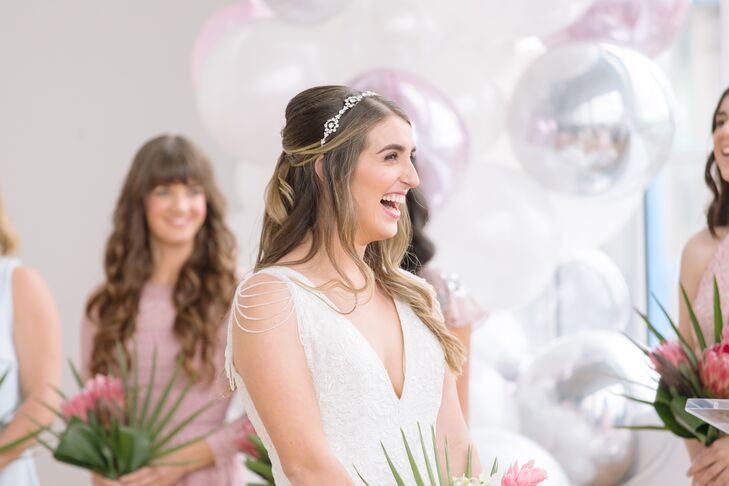 Elegant Bride with Half-Up Hairstyle and Headband