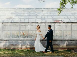 With a background in merchandising and visual displays, Kari Worges (36 and a store director) had a vision in mind for her wedding to Anthony Urbina (