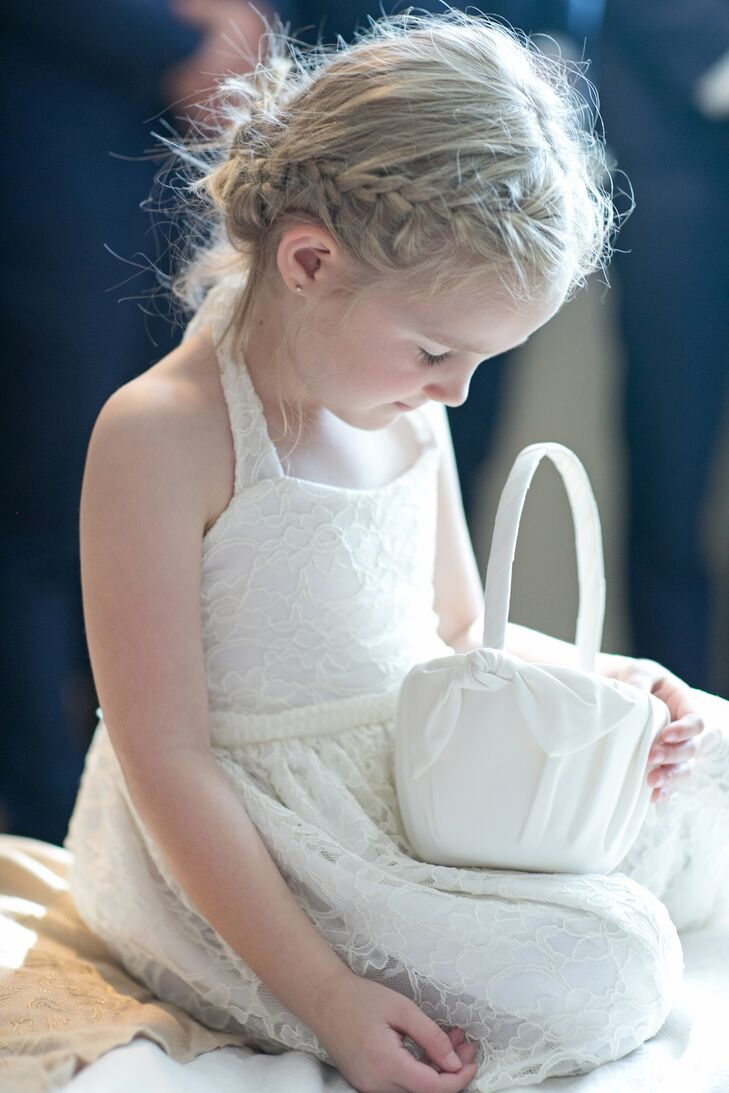 The flower girls carried baskets wrapped in white cloth.