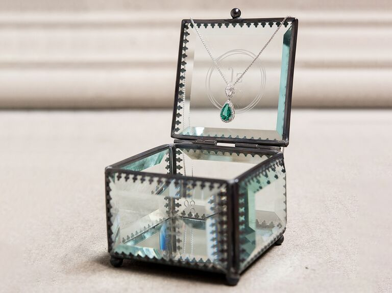 Timeless jewelry box for bridal party