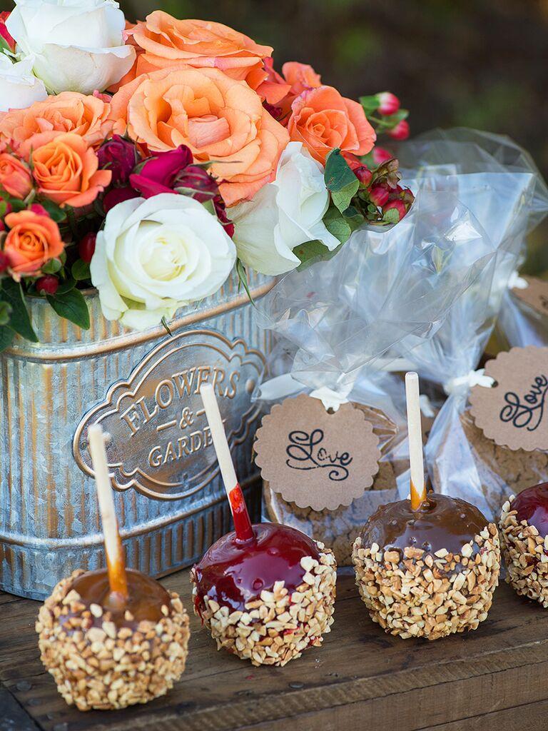Caramel apples for a fall wedding dessert idea