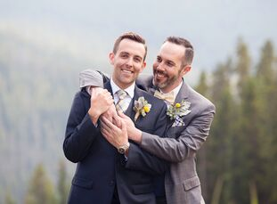David Justice (37 and a systems analyst) and Jeremy Orr's (35 and a veterinarian) late-summer wedding in Keystone, Colorado, was a celebration of thei