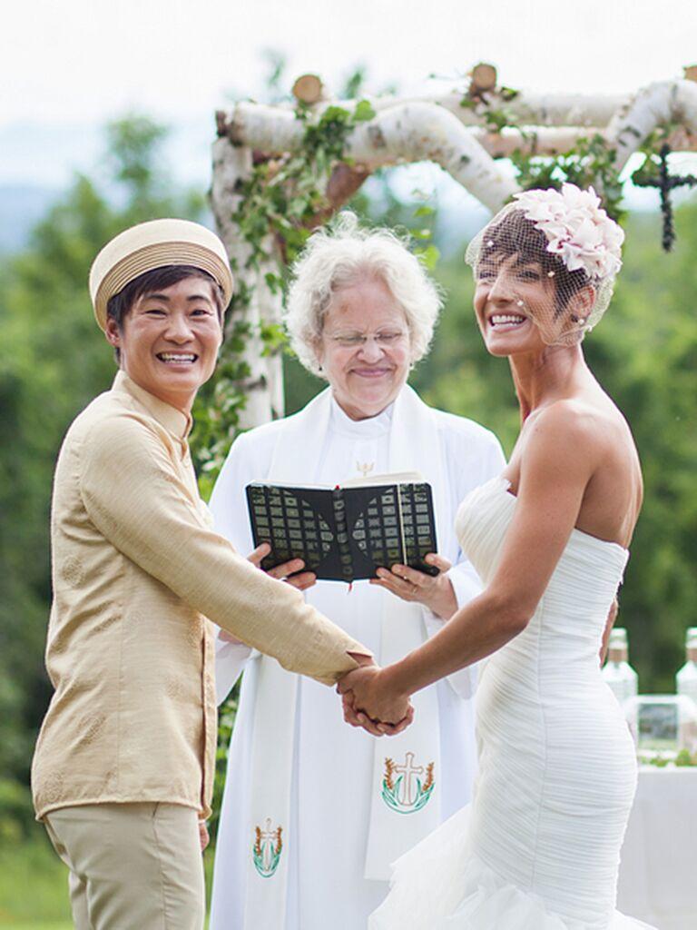Wedding Photography Styles: 15 Beautiful Veiled Short Wedding Hairstyles