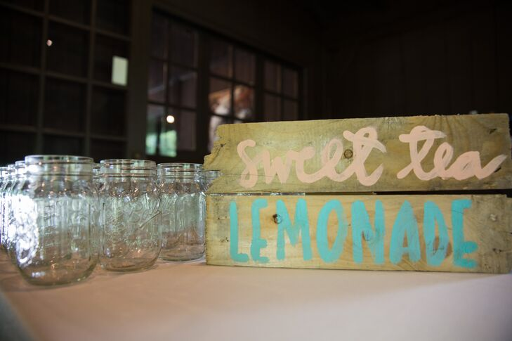 Keeping with the rustic, country style of the wedding, guests enjoyed sweet tea lemonade in glass mason jars.