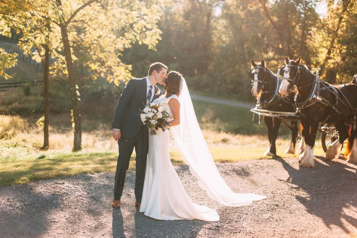 It's a beautiful thing when the worlds of rustic and glam collide. That's exactly what happened at the chic wedding of Molly McDonald (25 and a commun