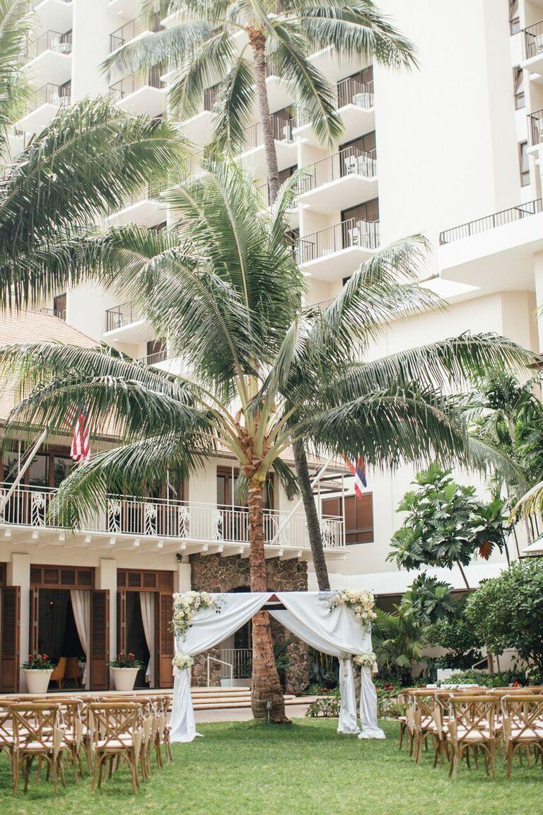 Outdoor wedding ceremony at the Halekulani Hotel in Oahu