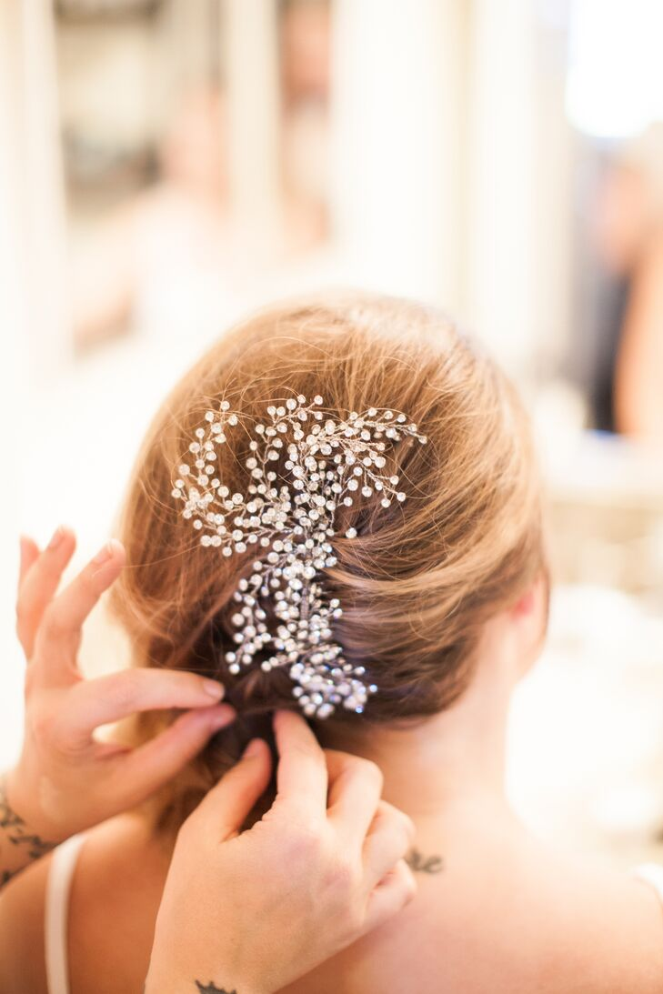 Sarah's hairpiece echoed her love of all things vintage. It was also a nod to her flowers, which were wild and sourced locally.