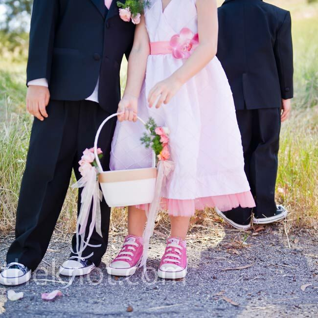 8cf76a7008c4 Even the flower girl got a pair of Converse sneakers. She carried a satin  basket