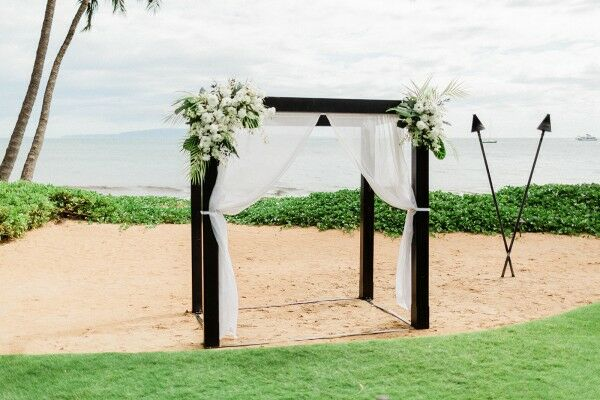 Simple Ceremony Altar on Beach in Hawaii