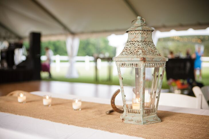 The couple decorated with a shabby-chic mix of burlap, lace, mason jars, horseshoes, lanterns and whiskey barrels.