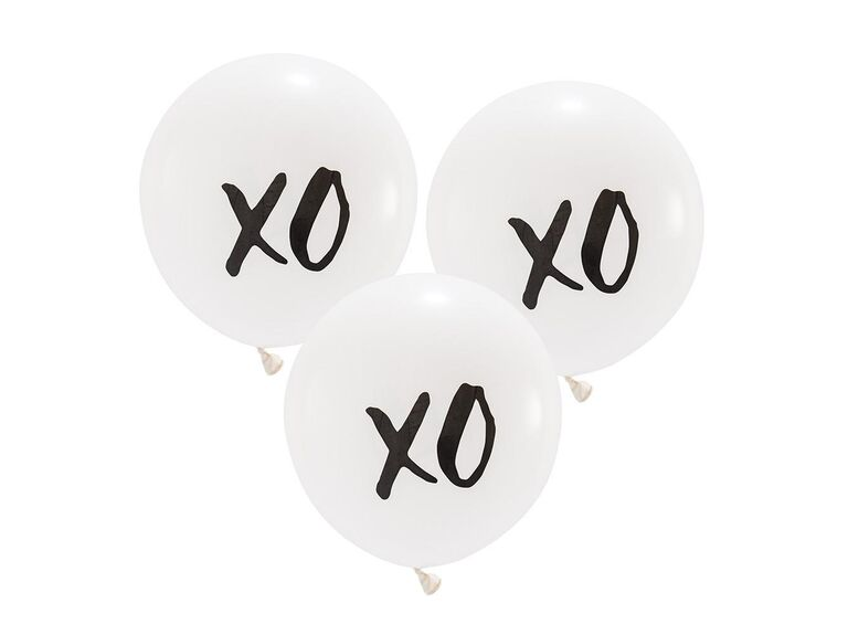 Oversized XO balloons for a bridal shower or bachelorette party