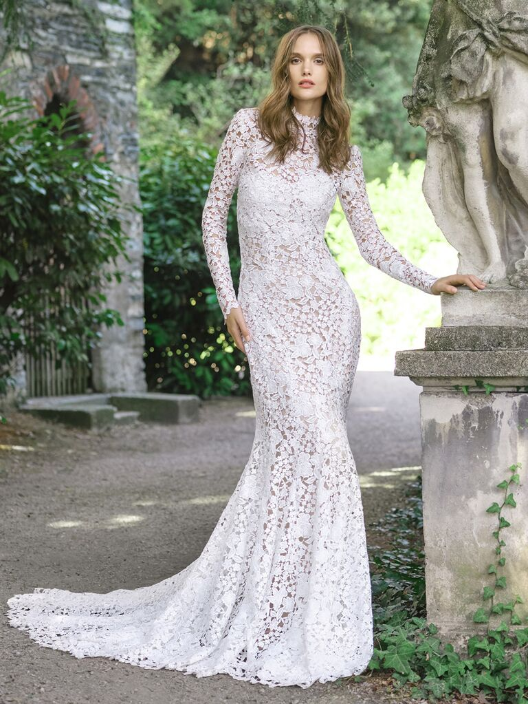 monique lhuillier lace dress with long sleeves