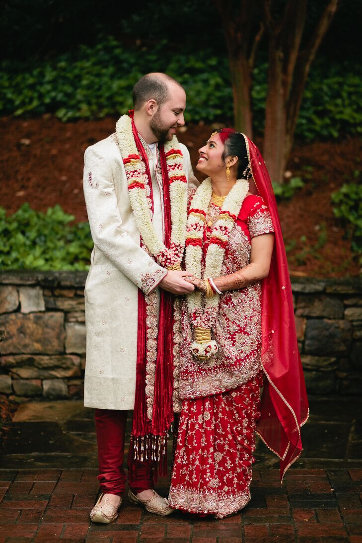 cb1234261 Bride and Groom in Red Traditional Indian Wedding Attire