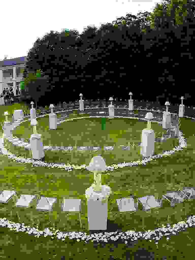 Unique wedding ceremony idea with circular seating