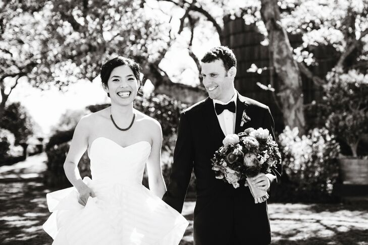 Jennifer wore an organza strapless gown with a sweetheart neckline, a full-flounced skirt, and chapel train.