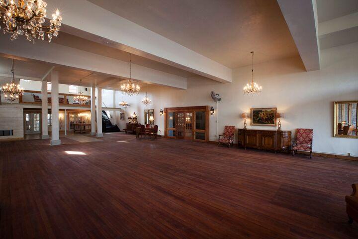 The Chandelier Room Navasota Tx