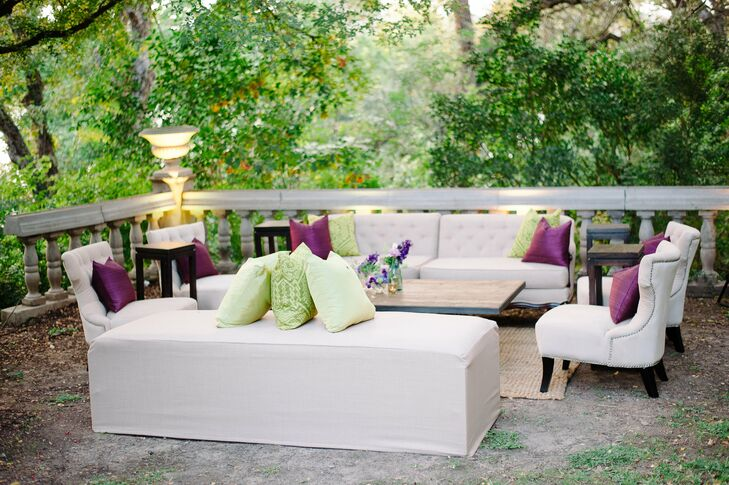 An open-air lounge area, complete with sofas, chairs and tables, was provided for guests.