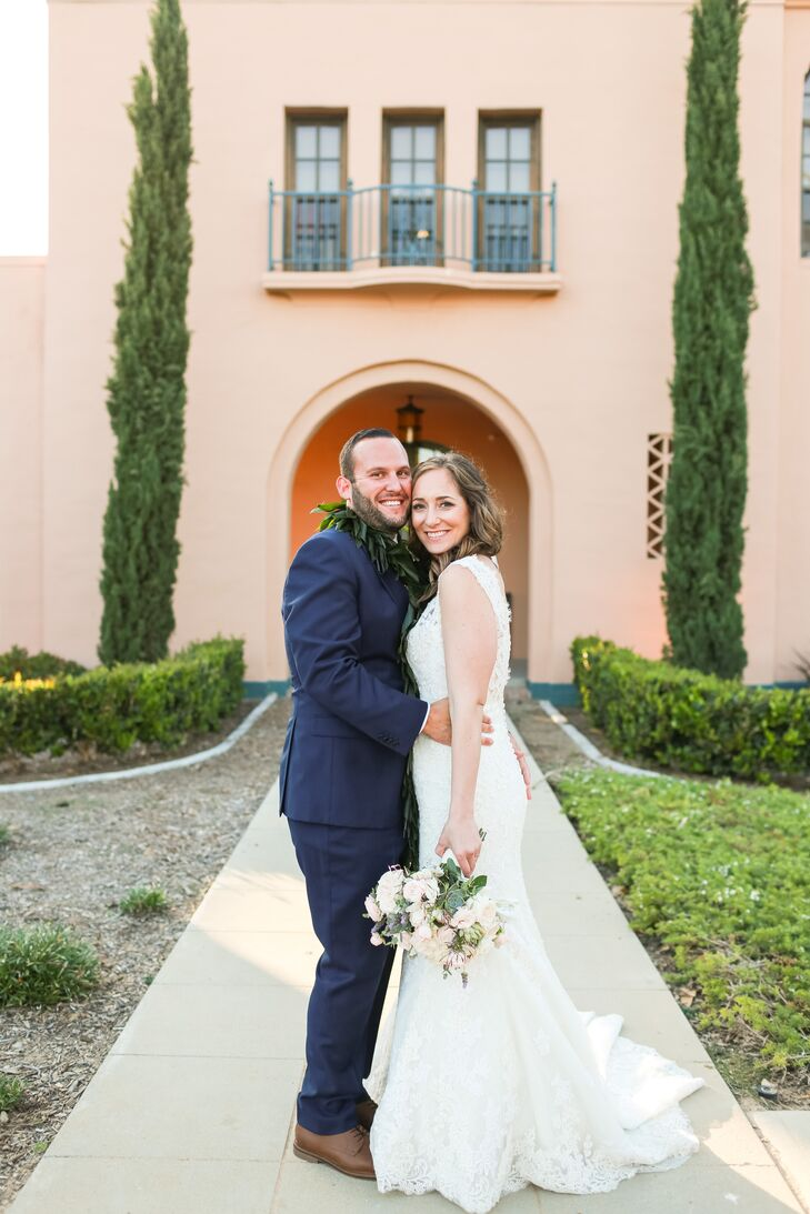 rn                    Andrea Swartz (28 and a marketing manager) and Corey Elliott (30 and a student) found a perfect fit for their romantic, lighthea