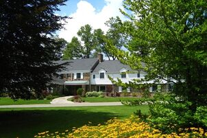 Hotels Near The Barn At Chestnut Springs