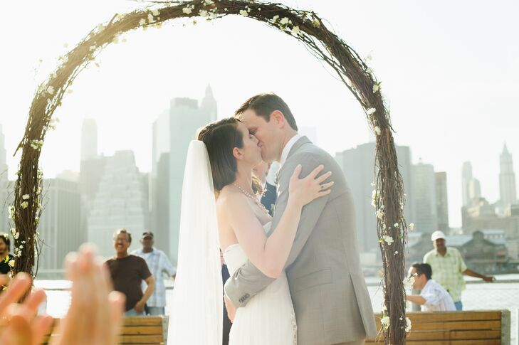 Karen and Joshua married at the Granite Prospect underneath an arch. We love the rustic look of the ceremony, even though it's situated in Brooklyn.
