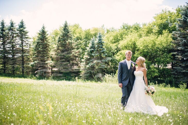 Despite first meeting in the third grade, newlyweds Amanda Sigurdson (26 and a merchandise planning manager) and Grant Larson (26 and a medical studen