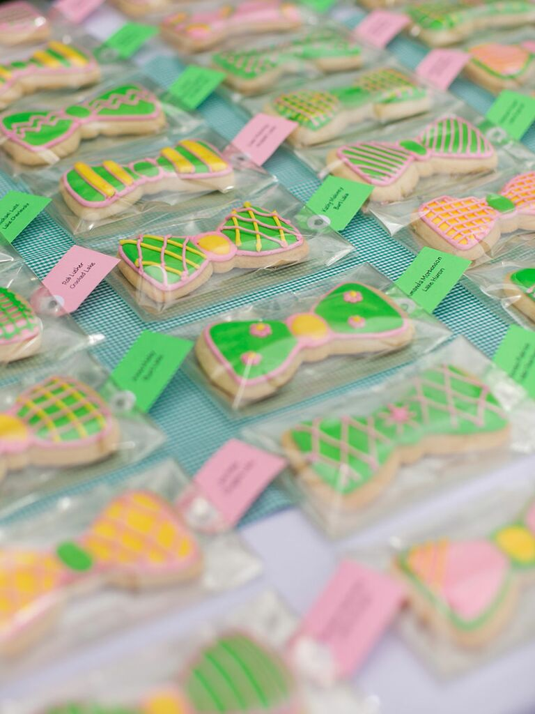 Cute sugar cookie escort card idea