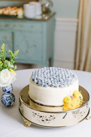 Single-Tiered Cake with Blueberries and Gold Cake Stand
