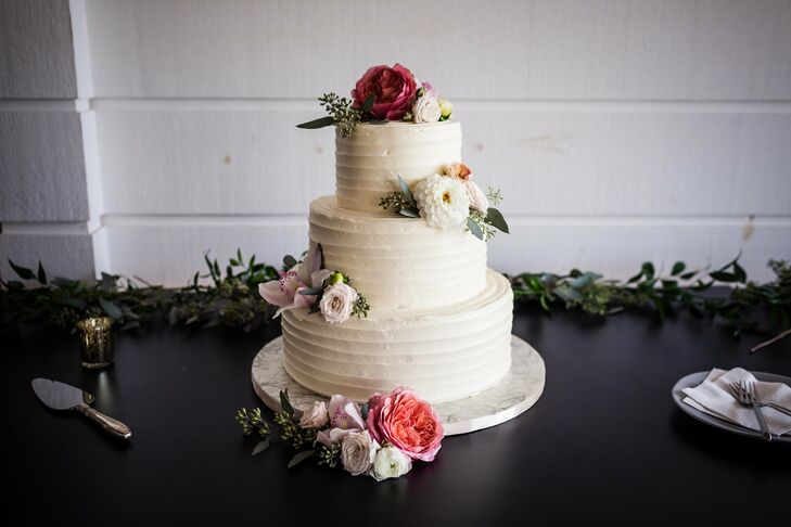 Classic Buttercream Cake with Dahlias and Lisianthus
