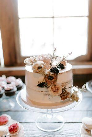 Single-Tier Wedding Cake at Tin Roof Barn in White Salmon, Washington