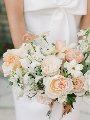 Peach-and-Ivory Bouquet with Roses