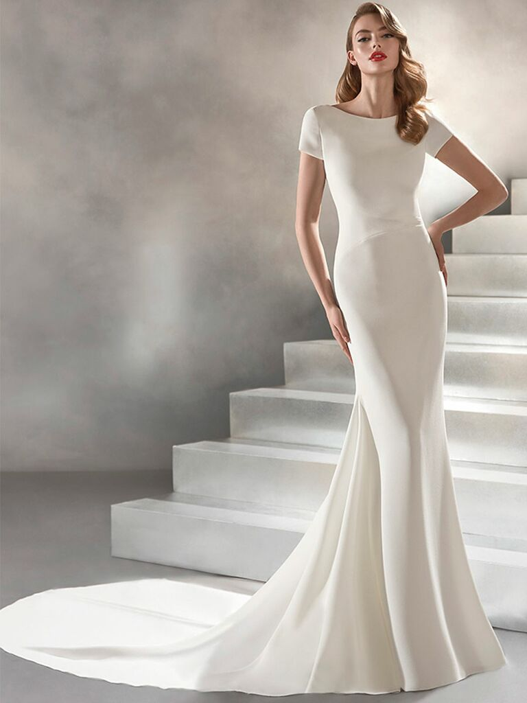 Atelier Provonias wedding dress short-sleeve trumpet gown with circle opening on back