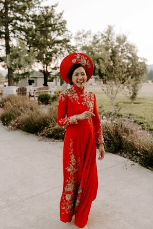 Bride in Traditional Vietnamese Ao Dai at Tin Roof Barn in White Salmon, Washington
