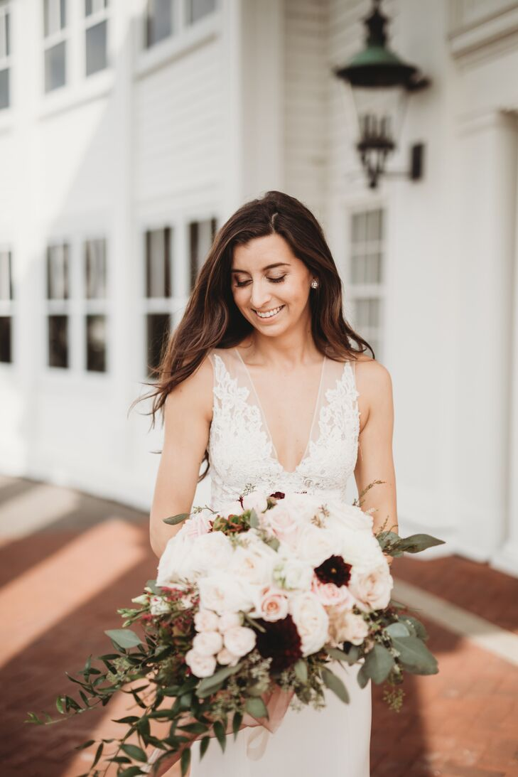 Elegant Bride with Down Hairstyle and Blush Bouquet