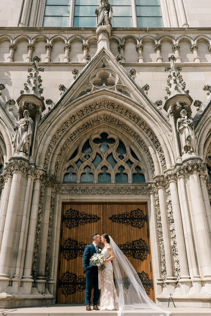 Traditional Wedding Photos at Saint Paul Cathedral in Pittsburgh