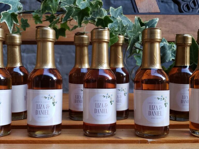 mini maple syrup wedding favor