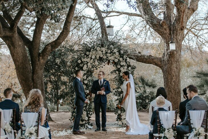 Minimal Outdoor Elopement Under Romantic Circular Arch