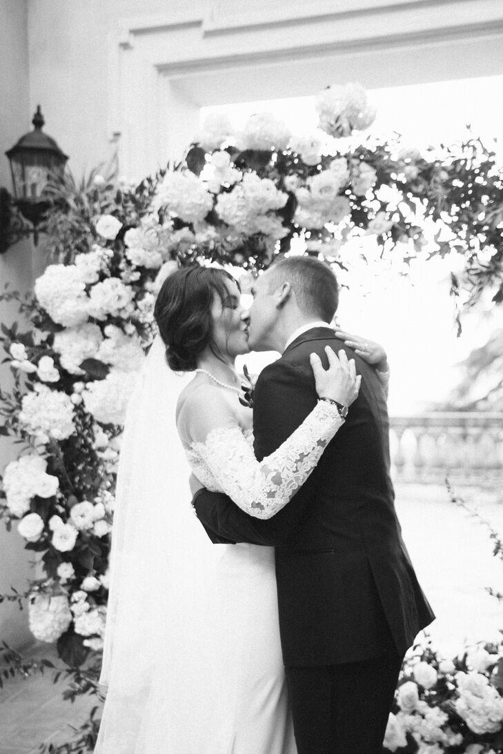 Romantic First Kiss at Villa Aurelia in Rome